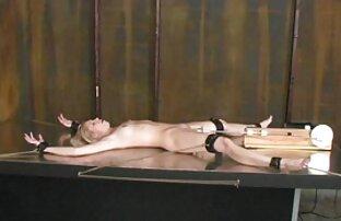 گره بر روی میز در استخر درج همه چیز که متناسب به نقطه وجود دیدن فیلم سکسی باحال دارد